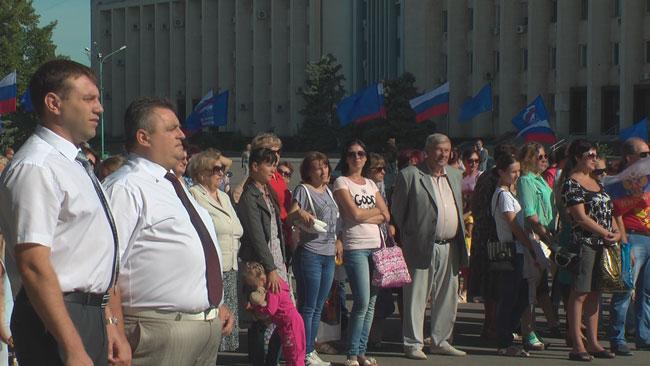 22 августа вся страна праздновала День флага России. Торжественный митинг состоялся на крыльце Красноперекопского городского Дворца культуры.