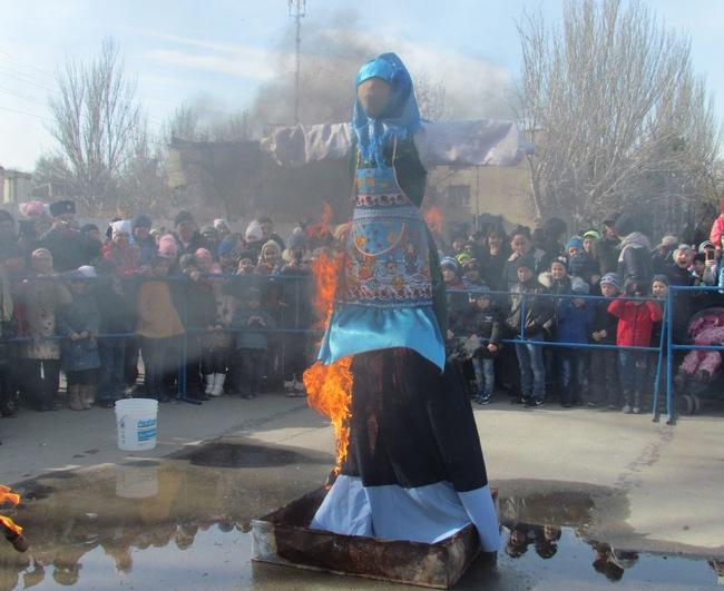 Жители и гости города Красноперекопска отметили проводы русской зимы, праздник солнца Масленицу